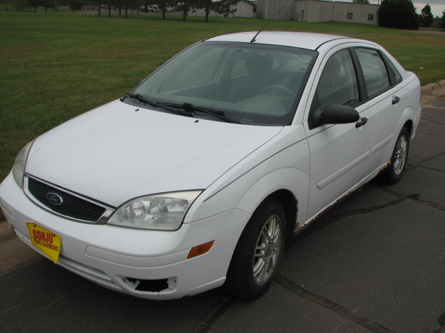 2005 Ford Focus ZX4 SE Main Image